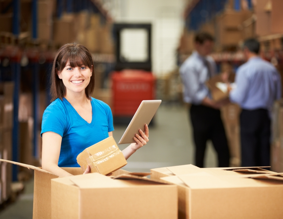warehouse operative for retail courier service